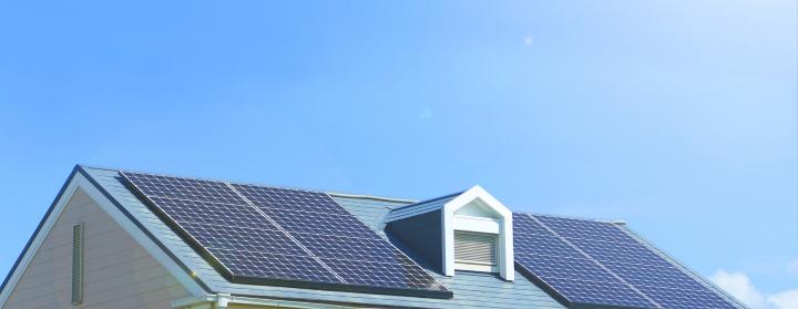 太陽光発電はいつ設置する?新築時の設置と後付け設置の違い