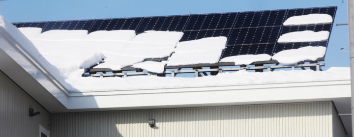 太陽光を設置する場合、落雪対策は必要?太陽光の雪止め