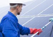 太陽光パネルの洗浄は必要?パネル洗浄の効果と注意点